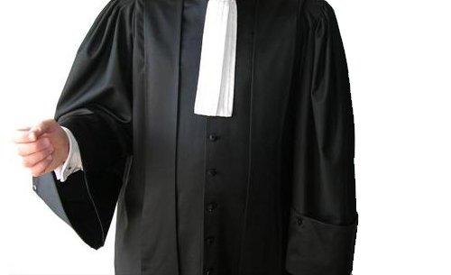 Detuvieron, cachearon y sometieron a un control de alcoholemia al abogado que, en el ejercicio de sus funciones, discutió con los agentes de la autoridad.