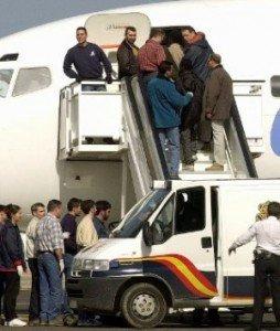 España expulsa de forma inhumana a los solicitantes de asilo.