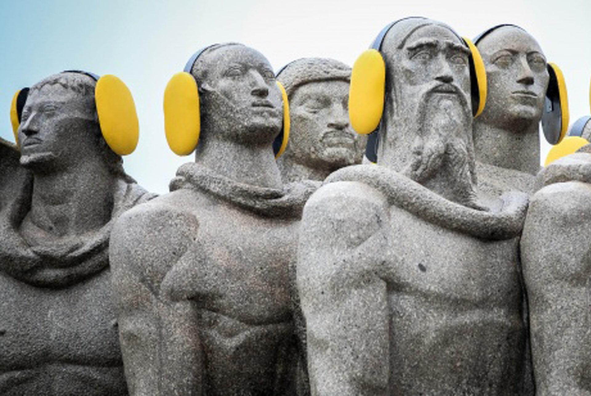 estatuas con protección auditiva