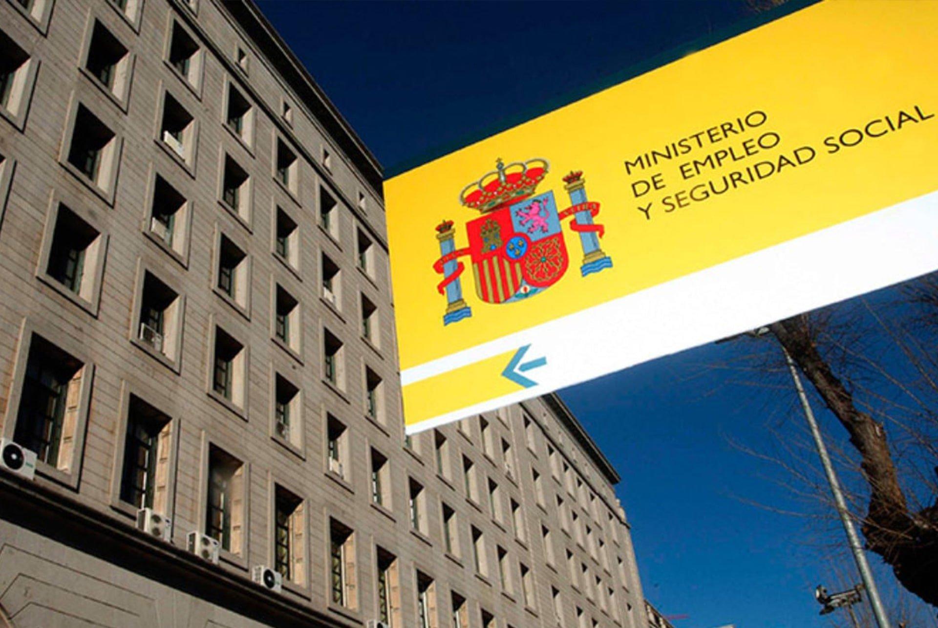 Cartel y edificio del Ministerio de empleo y seguridad social